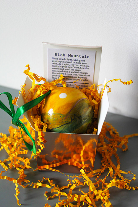Gift box baubles